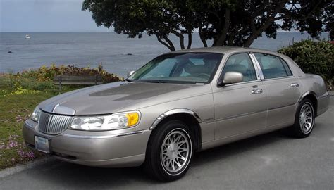 how to reset the fuel on my 2001 lincoln town car ehow
