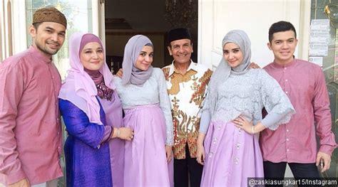 Cp Wisnu Sungkar Cantisue Renda 5 potret seragaman baju lebaran sekeluarga ala seleb indonesia jadiberita