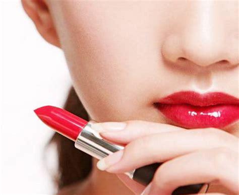 tutorial lipstik untuk bibir tipis tips memilih lipstik sesuai bentuk bibir nonadara com