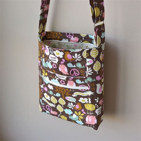 free pattern zippered bag crossbody bag pattern free updated the pattern is