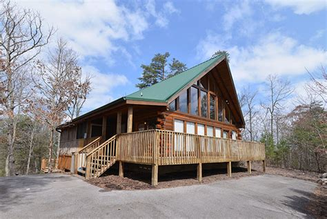 2 bedroom cabins in pigeon forge papa s pad pigeon forge 364 log cabin in pigeon