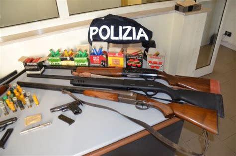 libretto personale per licenza di porto di fucile gli trovano arsenale in casa arrestato crotonese