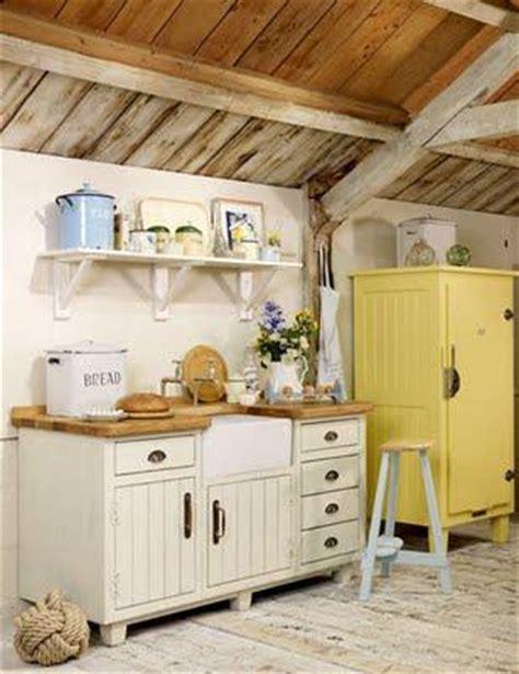 laras para techos inclinados cocinas en casas de co paperblog