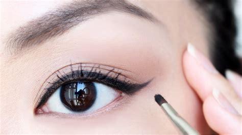Jenis Dan Eyeliner cara memakai eyeliner untuk mata besar prelo tips