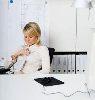 branlette au bureau eso jouir au bureau