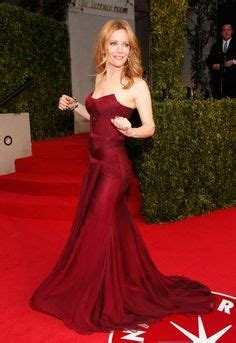 leslie mann versace leslie mann in versace not only is she gorgeous but that