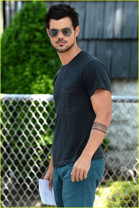 taylor lautner tattoos lautner tattooed for tracers photo 571532