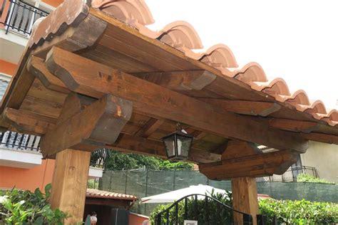 tettoie in legno per cancelli coperture per cancelli pedonali in legno pannelli