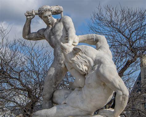 statues de jardin anciennes statue au jardin des tuileries th 233 s 233 e combattant le mino flickr
