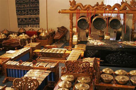 Gambar Dan Sho Metal file traditional instruments02 jpg wikimedia commons
