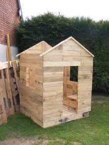 cabane en bois de palette bidules 224 bouilles