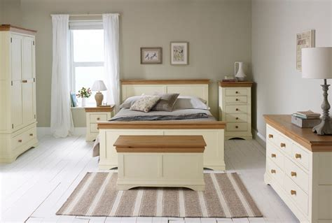 country cottage oak painted bedroom country bedroom wiltshire by oak furniture