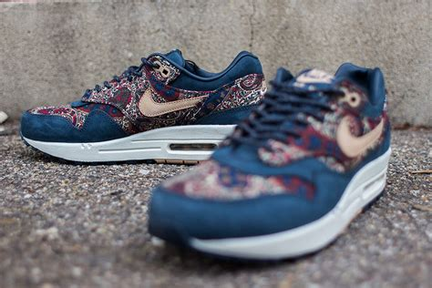 Limited Edition Sepatu Boot Wedges M Fashion Zr34 Putih Nike Air Max 1 Limited Edition Liberty Paisley Print Navy