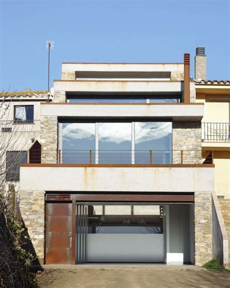 what house am i in terraced house in casavells by 05 am arquitectura homedsgn