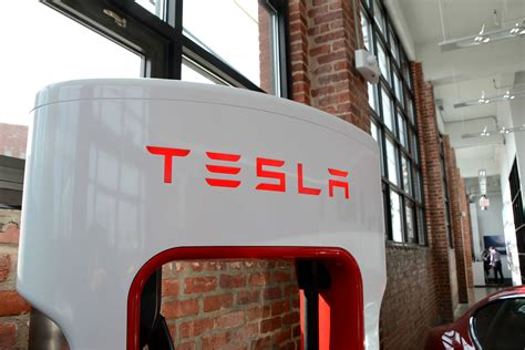 Tesla Electrical Services Photos Inside Hook S New Tesla Showroom And Service