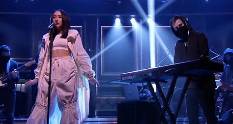 alan walker i ll be fine alan walker noah cyrus rock the fallon stage with quot all