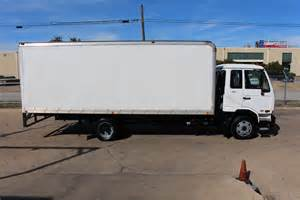 Nissan Box Truck 2010 Nissan Ud 2000 20ft Commercial Box Truck Stk