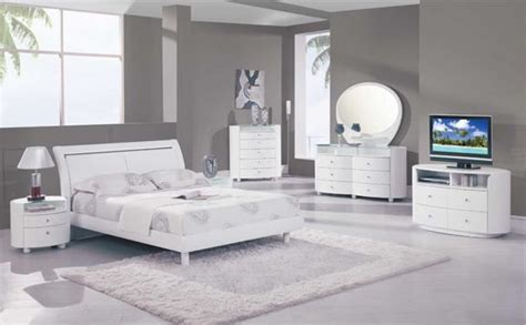 white modern bedroom furniture white bedroom furniture ideas for a modern bedroom picture 1 small room decorating ideas