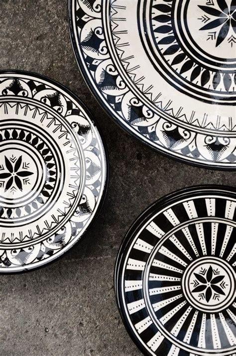 Black And White Pattern Dishes | lovin these black and white plates design lovin