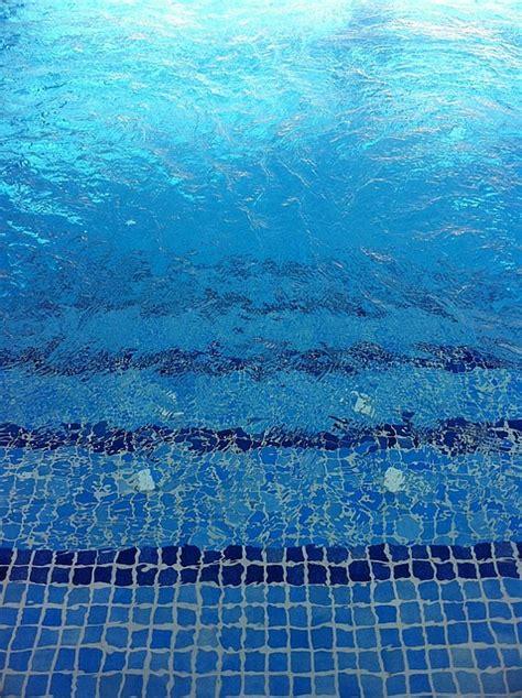 ab wann schwimmen lernen ab wann seepferdchen abzeichen machen schwimmen lernen