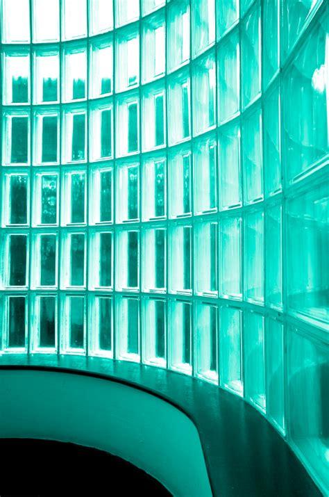wand aus glasbausteinen farben und deko eigenheim trends