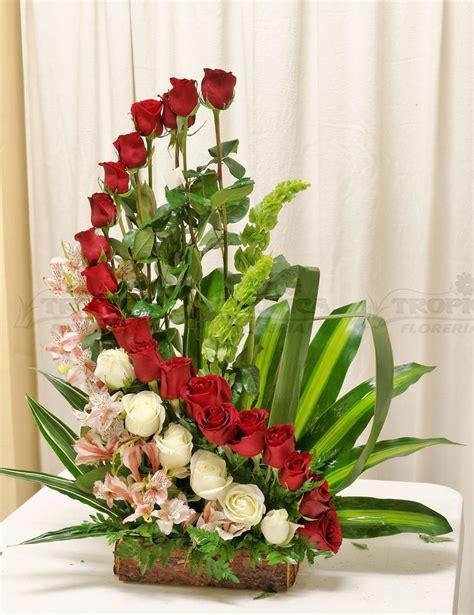 pin fotos de arreglos florales la plata on pinterest arreglo de rosas en escalera tropica floreria liturgie