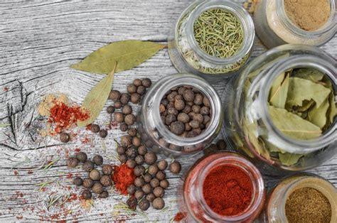 erbe e spezie in cucina spezie ed erbe aromatiche differenza tra spezie e aromi