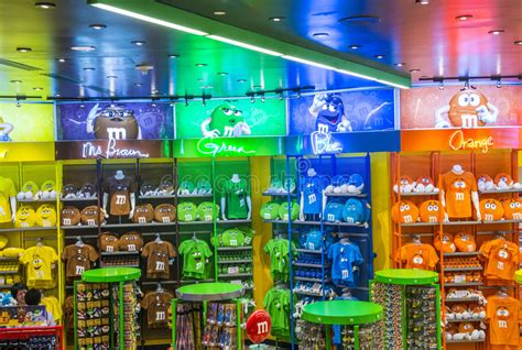 inside the m m chocolate store at las vegas 6 mp4 youtube