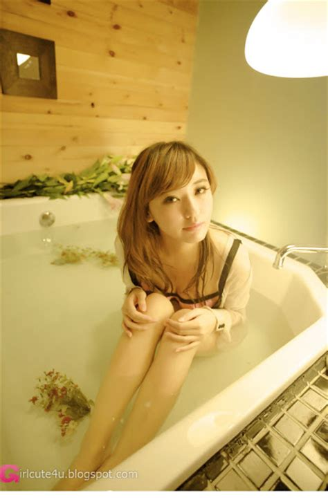bathtub xxx xxx nude girls the girl in the tub