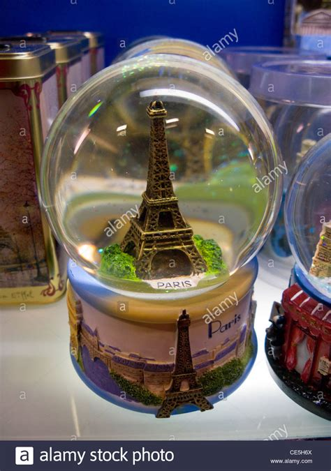 eiffel tower souvenir gift snow dome for sale in the
