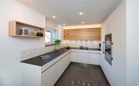 neue einbauküche blaue farbe schlafzimmer