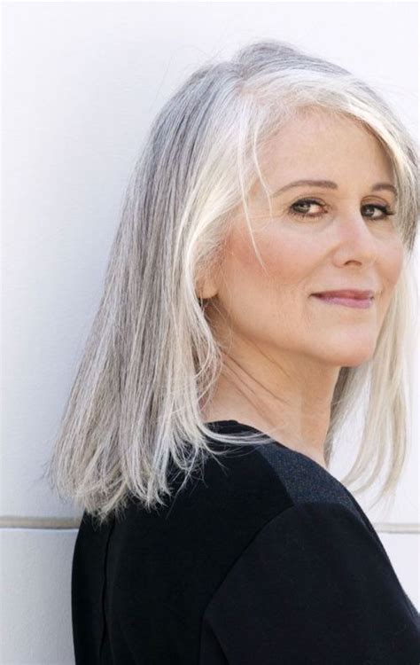 Grey Hair On Mid Length Hair | capelli grigi una moda da sposare anche in inverno