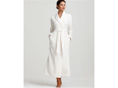oscar de la renta robe oscar de la renta pink label cozy comfort plush robe