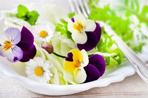 fiori in cucina i fiori in cucina 3 ricette primaverili ybmag