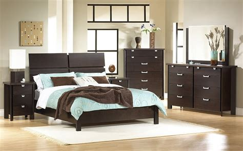 why you should settle for solid wood bedroom furniture