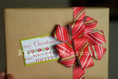 Bows Out Of Wrapping Paper - how to make recycled wrapping paper bows