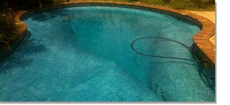 what to do if water gets behind a swimming pool liner and