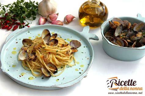 cucinare spaghetti alle vongole spaghetti alle vongole veraci ricette della nonna