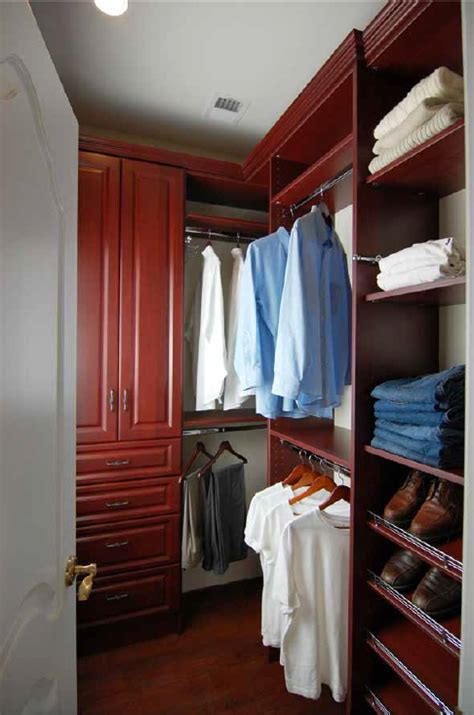 closet design helps herndon va residents find storage