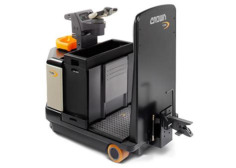 crown tow motor tow tractors electric pallet tuggers tr crown equipment
