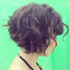 how to stlye a stacked bob with wavy hair 1000 ideas about curly stacked bobs on pinterest