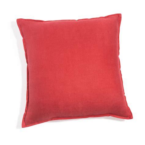 cuscino rosso cuscino rosso in lino slavato 45 x 45 cm maisons du monde