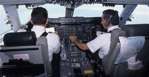 cabina pilotaggio aereo le regole per aprire la cabina di pilotaggio il sole 24 ore