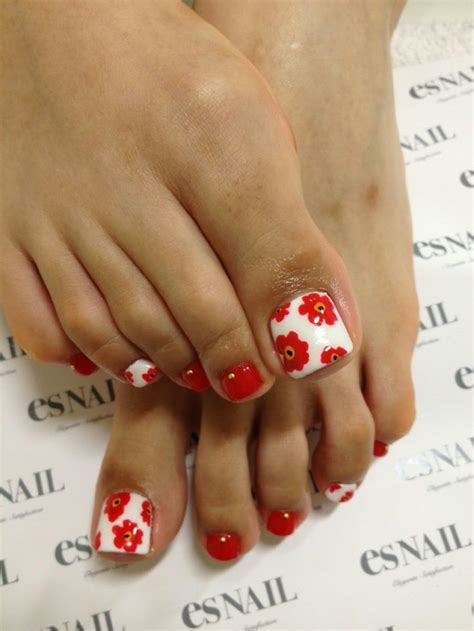 Flower Design On Toes | 55 cute toe nail designs for every mood and taste fmag com