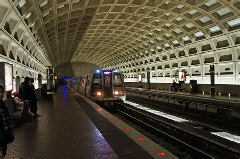 dc metro new years hours pentagon city station