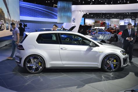 VW Executive Confirms Production Golf R400, Could Have 420PS carscoops.com