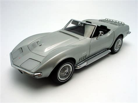 1969 chevrolet corvette diecast model car 1 18 autoart