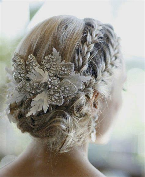 Wedding Hairstyles For Winter by 20 Stunning Winter Wedding Hairstyles 561 247 3539