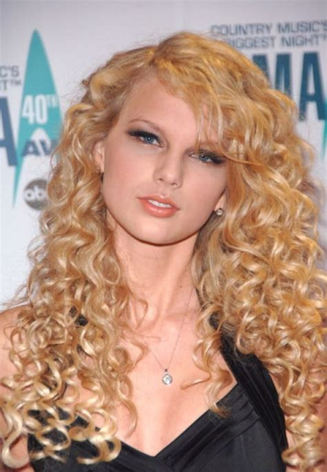 how does rena in nashvile curl her hair taylor swift at 40th annual cma awards in nashville