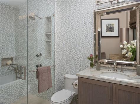 Hgtv Small Bathroom Makeovers by 20 Small Bathroom Before And Afters Hgtv